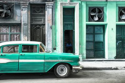 Cuba Fuerte Collection - Old Classic American Green Car
