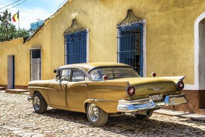 Cuba Fuerte Collection - Classic Golden Car