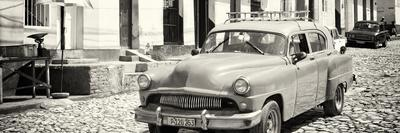Cuba Fuerte Collection Panoramic BW - Old Taxi in Trinidad
