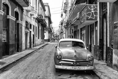 Cuba Fuerte Collection B&W - Old Ford Car in Havana