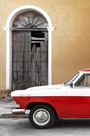 Cuba Fuerte Collection - Close-up of American Classic Car White and Red