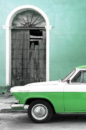 Cuba Fuerte Collection - Close-up of American Classic Car White and Green