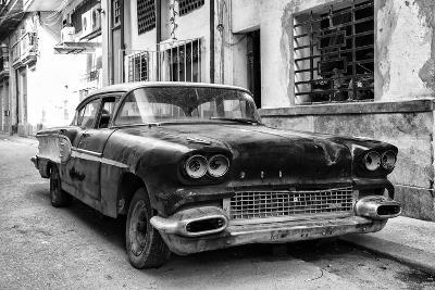 Cuba Fuerte Collection B&W - Old American Pontiac