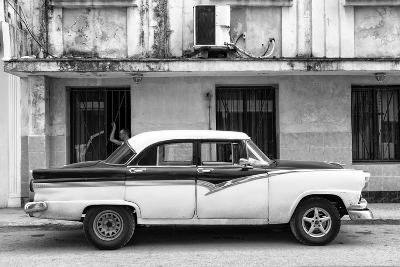 Cuba Fuerte Collection B&W - Classic American Car in Havana Street II