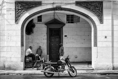 Cuba Fuerte Collection B&W - Urban Scene in Havana