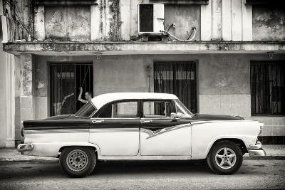 Cuba Fuerte Collection B&W - Classic American Car in Havana Street