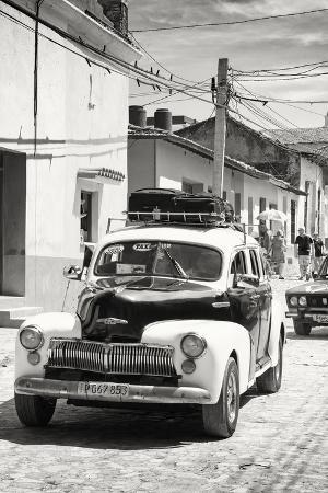 Cuba Fuerte Collection B&W - Classic Car Taxi