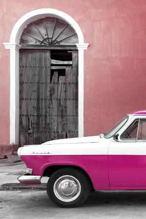 Cuba Fuerte Collection - Close-up of American Classic Car White and Dark Pink