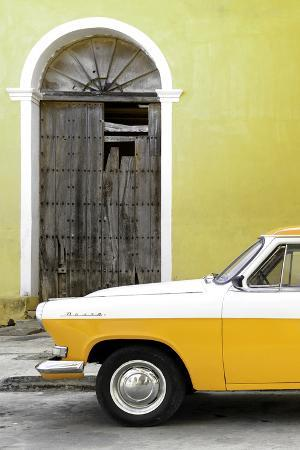 Cuba Fuerte Collection - Close-up of American Classic Car White and Yellow