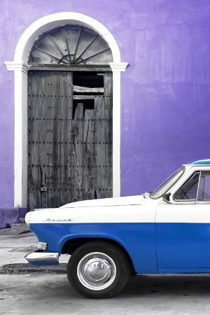 Cuba Fuerte Collection - Close-up of American Classic Car White and Blue