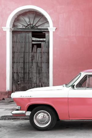 Cuba Fuerte Collection - Close-up of American Classic Car White and Pink