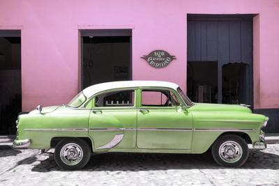 Cuba Fuerte Collection - Retro Lime Green Car