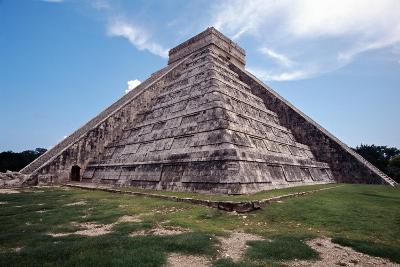 Low angle View of El Castillo Chichen Itza