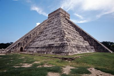 Low angle View of El Castillo Chichen Itza