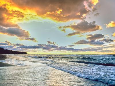 Sunset over Lake Superior, Keweenaw Peninsula, Upper Peninsula, Alger County, Michigan, USA