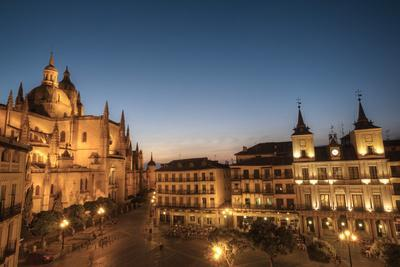 Plaza Mayor in evening with the Cathedral and Town Hall, Segovia, UNESCO World Heritage Site, Spain