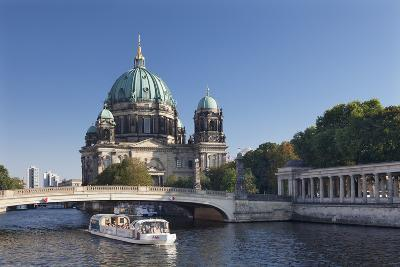 Excursion boat on Spree River, Berliner Dom (Berlin Cathedral), UNESCO World Heritage, Berlin