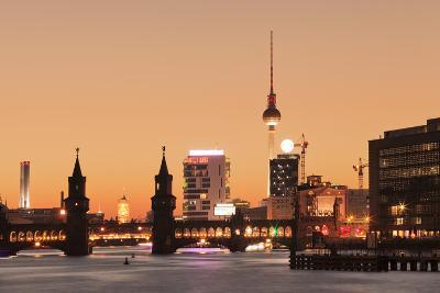Oberbaum Bridge between Kreuzberg and Friedrichshain, TV Tower, Spree River, Berlin, Germany