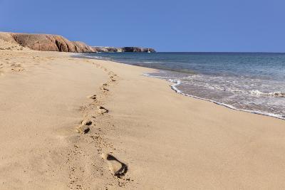 Footprints in the sand, Playa Papagayo beach, near Playa Blanca, Lanzarote, Canary Islands, Spain