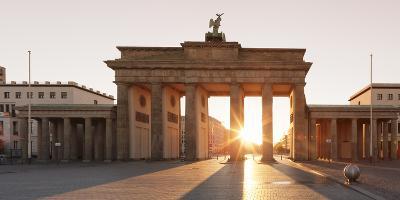 Brandenburg Gate (Brandenburger Tor) at sunrise, Platz des 18 Marz, Berlin Mitte, Berlin, Germany