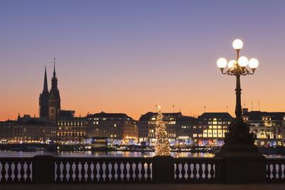 View over Binnenalster Lake (Inner Alster) to the Christmas market at Jungfernstieg and City Hall,