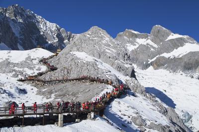 Tourists on Jade Dragon Snow Mountain (Yulong Xueshan), Lijiang, Yunnan, China, Asia