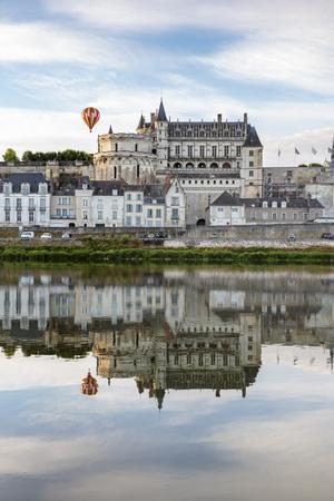 Hot-air balloon in the sky above the castle, Amboise, UNESCO World Heritage Site, Indre-et-Loire, L