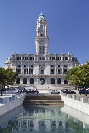 Town hall, Avenida dos Aliados, Porto (Oporto), Portugal, Europe