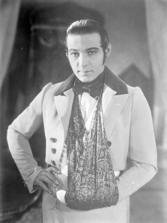 Valentino on the set of 'The Eagle' with his arm in a sling after a car accident, c.1925