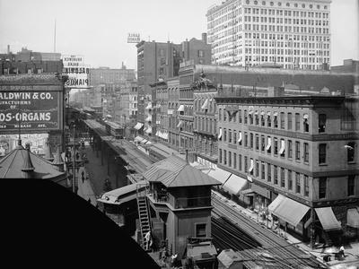 Elevated railroad, Wabash Avenue, Chicago, Illinois, c.1900-10
