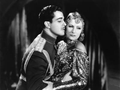 MATA HARI, 1932 directed by GEORGE FITZMAURICE Ramon Novarro / Greta Garbo (b/w photo)