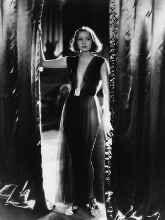 MATA HARI, 1932 directed by GEORGE FITZMAURICE Greta Garbo (b/w photo)