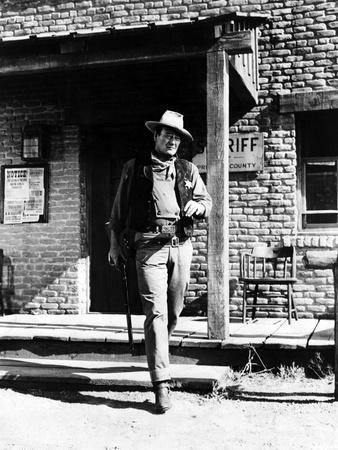 RIO BRAVO, 1959 directed by HOWARD HAWKS John Wayne (b/w photo)