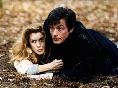 LE CHOC, 1982 directed by ROBIN DAVIS Catherine Deneuve and Alain Delon (photo)
