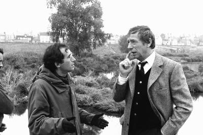 POLICE PYTHON, 1976 directed by ALAIN CORNEAU On the set, Alain Corneau directs Yves Montand (b/w p