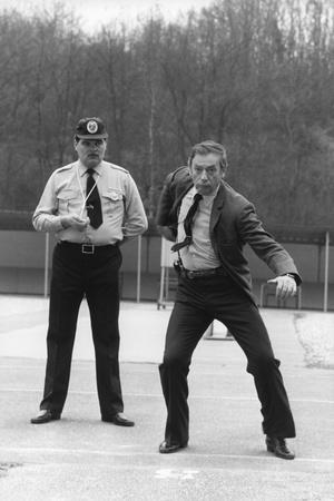 POLICE PYTHON, 1976 directed by ALAIN CORNEAU Yves Montand (b/w photo)
