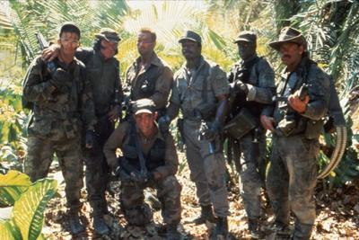 PREDATOR, 1987 directed by JOHN McTIERNAN Arnold Scharzenegger, Carl Weathers (center) and Jese Ven