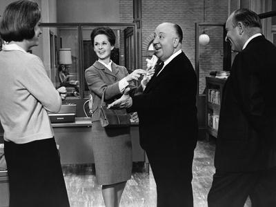 MARNIE, 1964 directed by ALFRED HITCHCOCK On the set, Tippi Hedren and Alfred Hitchcok (b/w photo)