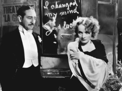MOROCCO, 1930 directed by JOSEF VON STERNBERG Adolphe Menjou and Marlene Dietrich (b/w photo)