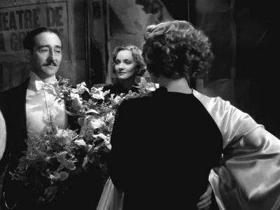 MOROCCO, 1930 directed by JOSEF VON STERNBERG Adolphe Menjou and Marlene Dietrich (b/w photo)