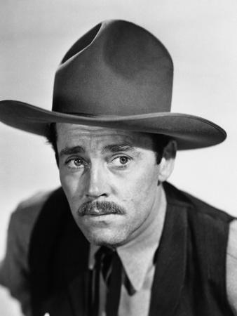 MY DARLING CLEMENTINE, 1946 directed by JOHN FORD Henry Fonda (b/w photo)