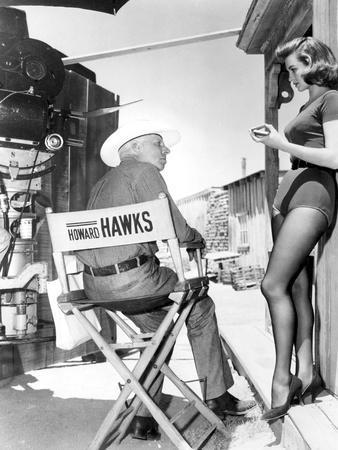 RIO BRAVO, 1959 directed by HOWARD HAWKS On the set, Hohard Hawks directs Angie Dickinson (b/w phot