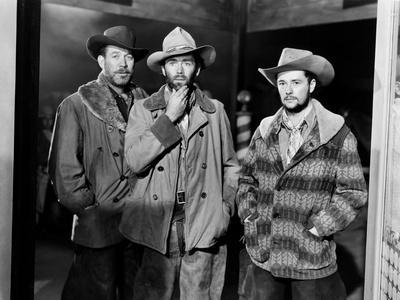 MY DARLING CLEMENTINE, 1946 directed by JOHN FORD Ward Bond, Henry Fonda and Tim Holt (b/w photo)