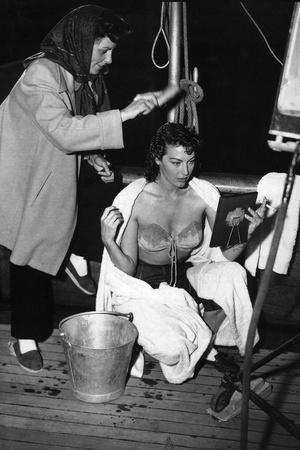 PANDORA AND THE FLYING DUTCHMAN, 1952 directed by ALBERT LEWIN On the set with Ava Gardner (b/w pho