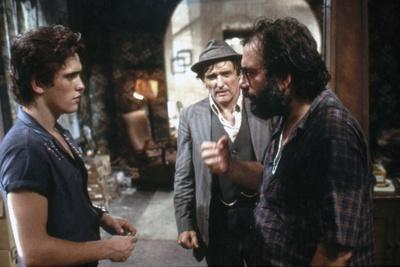 RUMBLE FISH, 1983 directed by FRANCIS FORD COPPOLA On the set, Francis Ford Coppola with Matt Dillo