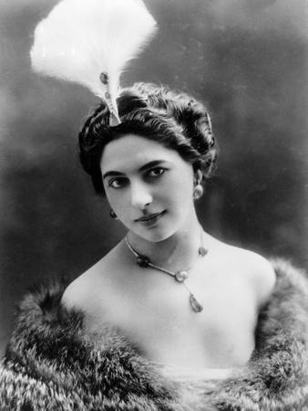 Portrait around, 1900 of the famous Dutch dancer MATA HARI, in a white dress (b/w photo)