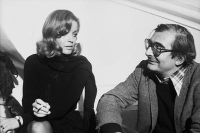 LES INNOCENTS AUX MAINS SALES, 1974 directed by CLAUDE CHABROL On the set, Romy Schneider and Claud
