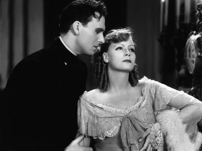 ROMANCE, 1930 directed by CLARENCE BROWN Gavin Gordon / Greta Garbo (b/w photo)