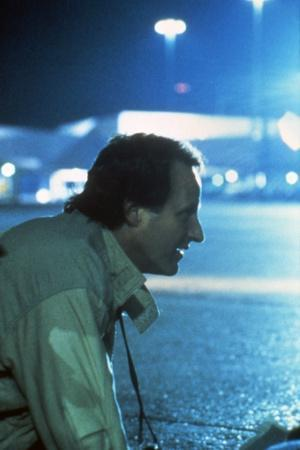 MANHUNTER, 1986 directed by MICHAEL MANN On the set, the director, Michael Mann (photo)