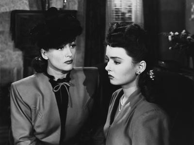 MILDRED PIERCE, 1945 directed by MICHAEL CURTIZ Joan Crawford and Ann Blyth (b/w photo)